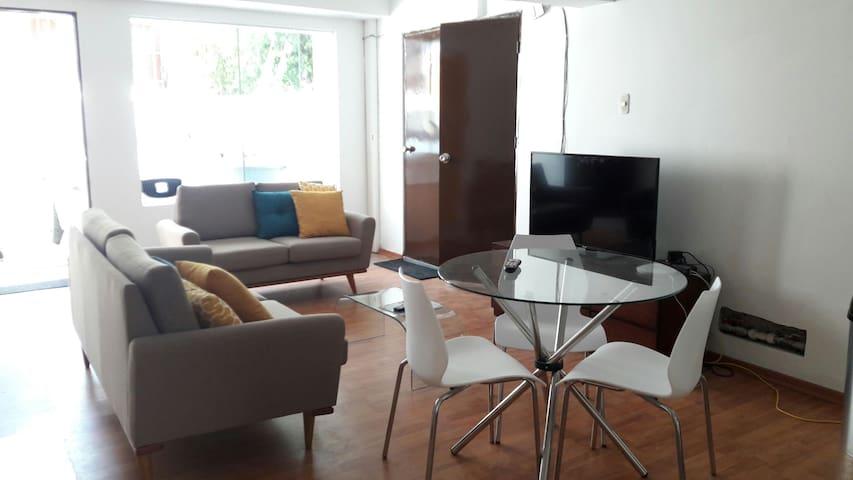 Alquilo lindas habitaciones en casa Miraflores - Lima - House