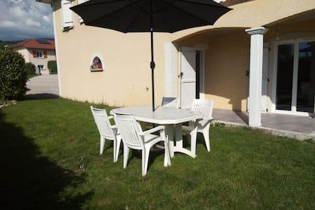 STUDIO indépendant 40m² + jardin privé + petit déj