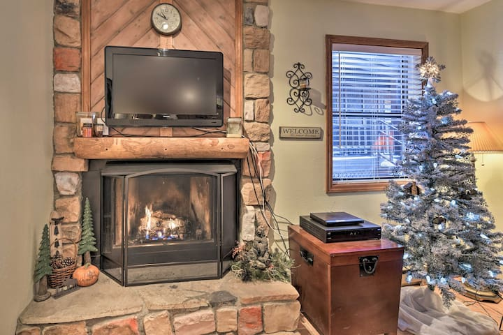 NEW! Cozy Condo - 1/2 Mile to Angel Fire Resort!