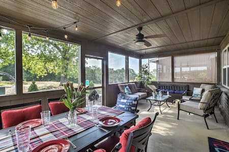 Table Rock Lake Cabin w/ Pool Access & Fire Pit!