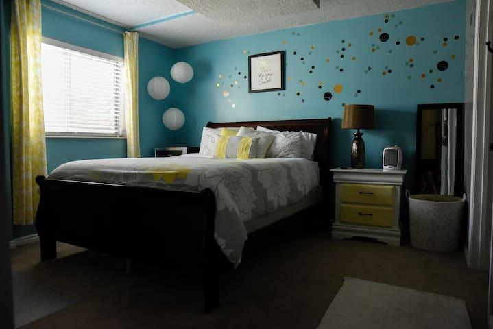 Updated Basement Studio, Bed/Bath