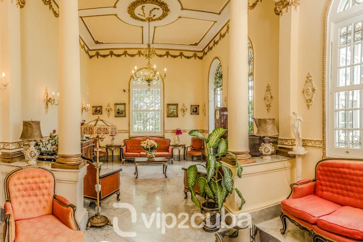 VIP Luxury Colonial 9BR Mansion with pool
