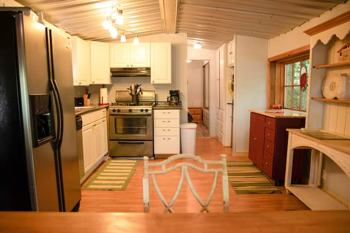 Mountain Lake Cottage w/Spa - Linville Land Harbor
