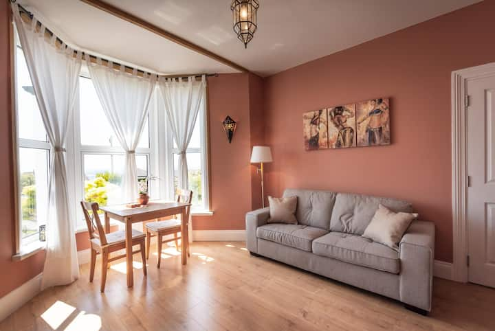 Luna Apartment at Rockleigh Place