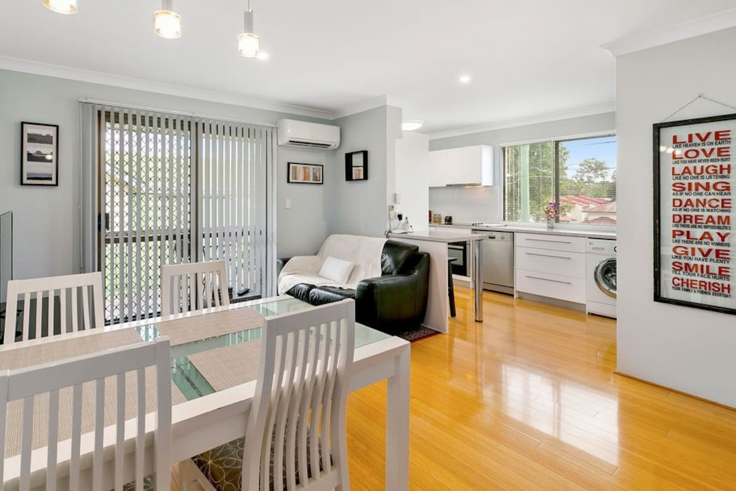 Feel at home in this stylish self-contained, 2-bedroom unit...and it's entirely yours to enjoy!  Enjoy reverse-cycle air-conditioning, free wireless internet, Netflix, local and national telephone calls, and parking in a single remote-control garage.