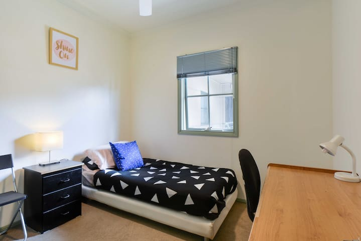 Apartment stay at Lygon St - Carlton - Huoneisto