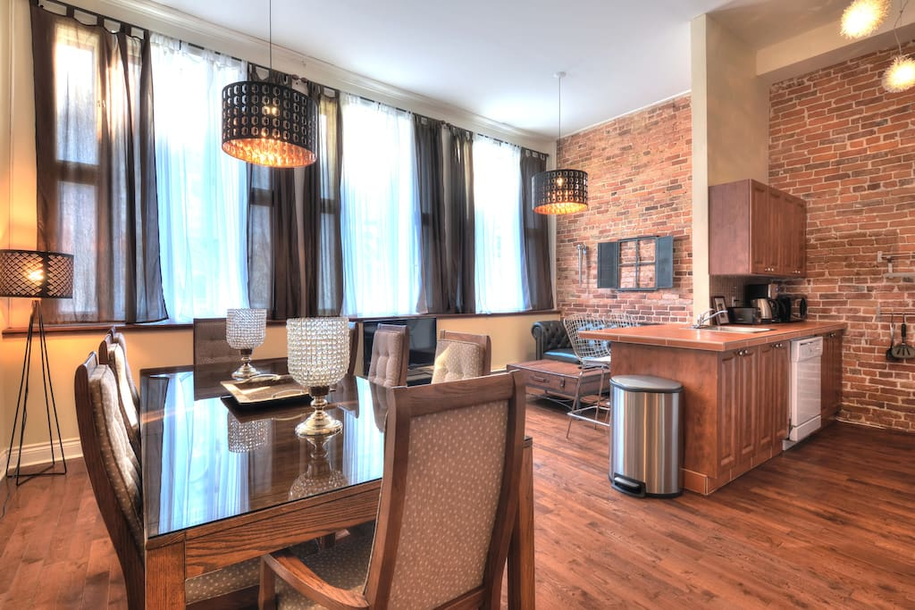 FULL FLOOR 4BR CENTRAL OLD MONTREAL AC - Apartments for ...