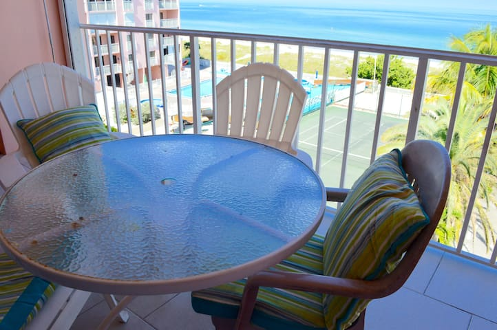 Balcony with ocean-view! Reef Club 411 - Indian Rocks Beach - Apartament