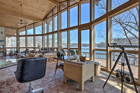 House on Lake of the Ozarks w/ Dock & Pool Table!