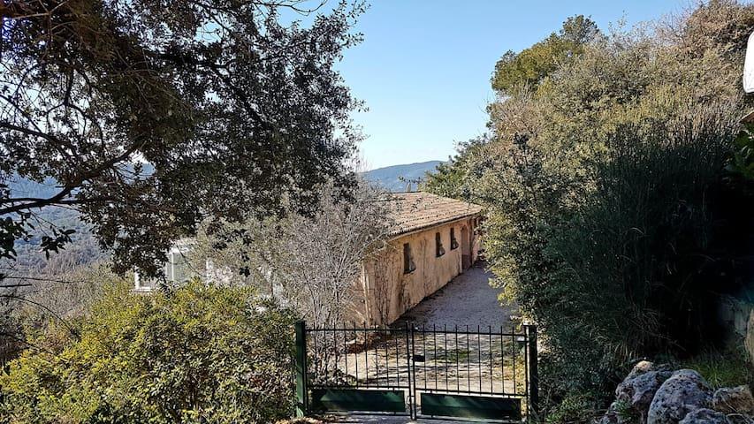 Villa avec charme, vue magnifique et piscine.