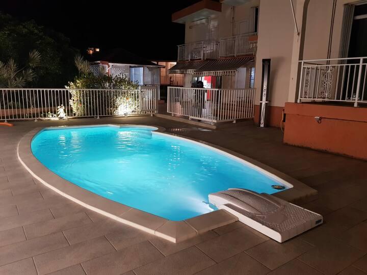 Centre île GLPE,chambre indépendante clim,piscine