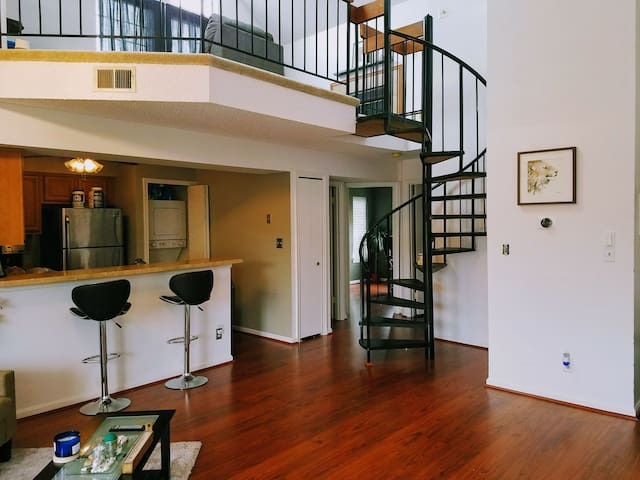 Dream loft close to major highways/public transit - Alexandria - Condominium