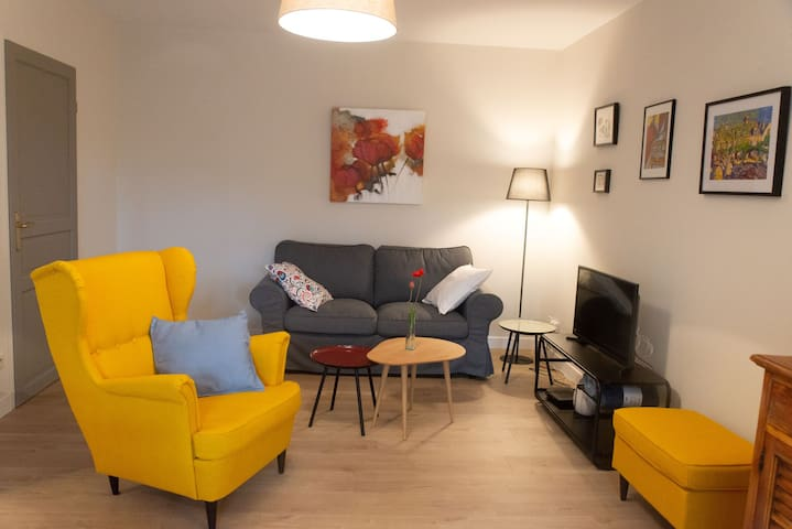 Appartement rénové 50m2, Uzès, piscine, garage