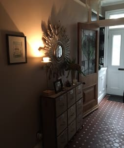 Double room in a Victorian terrace shared bathroom - Warrington - House