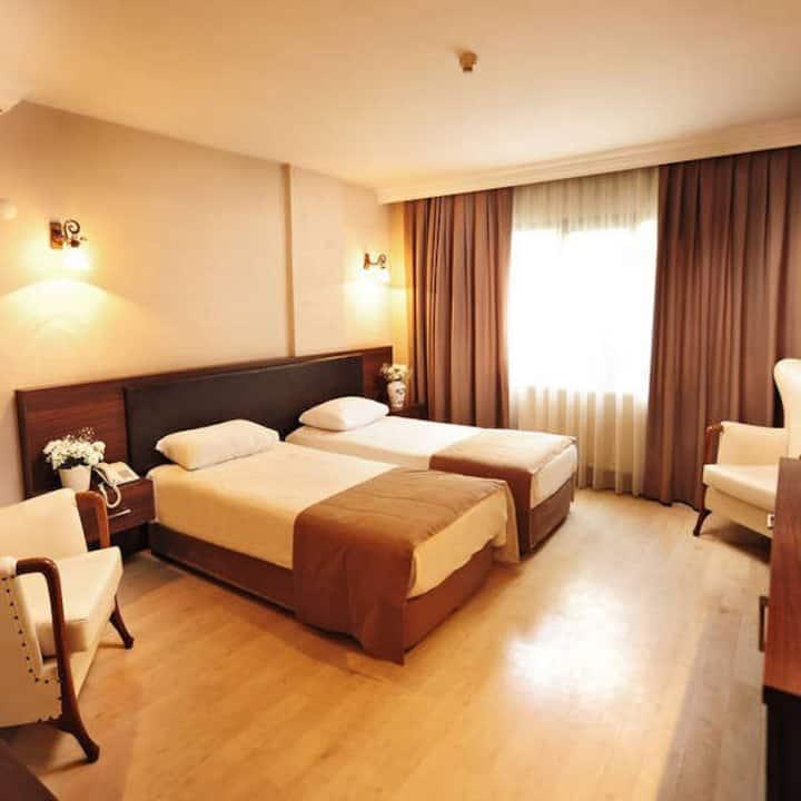 Ustun Otel Alsancak - Bed and Breakfast - Triple Room