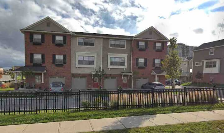 Available December 1; 3-Storey Urban Townhome