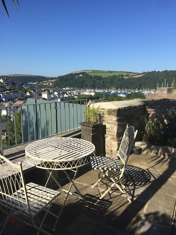 Luxury family cottage with views, balcony, garden - Dartmouth - Talo