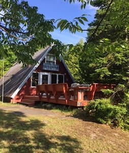Quaint Cozy A-Frame in Door County - Egg Harbor