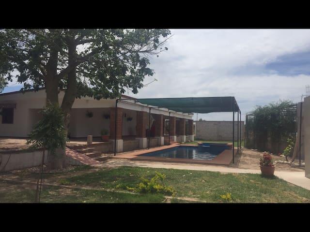 La Casa de Don Ponfilio  campo y alberca