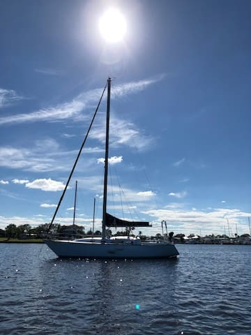 Romantic 36' Sailboat for your own