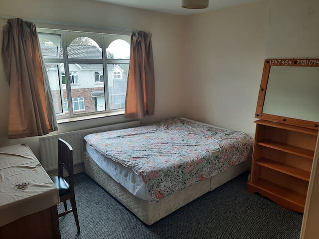 Room  in shared house just 2 minute walk to UL