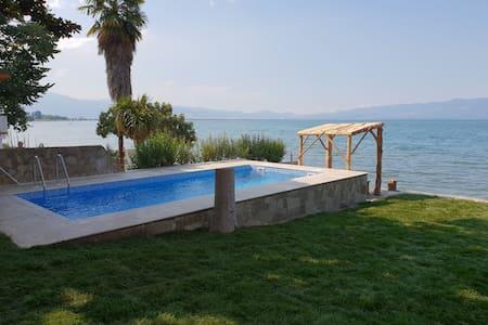 Villa at the shore of Lake Iznik