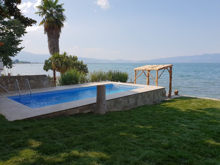 Villa at the shore of Lake Iznik
