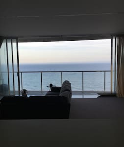 Absolute Broadbeach Beachfront - Modern Apartment - Broadbeach