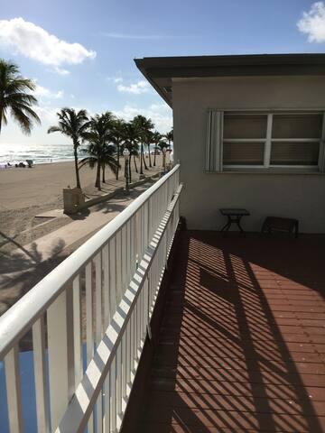 Cozy oceanfront studio w deck overlooking ocean 4 - Hollywood - Apartment