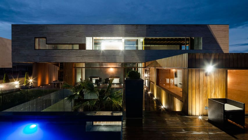 Stunning Design villa, Mountain & sea views...WIFI