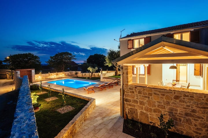 Stunning new villa Bandela, 5km from the beach