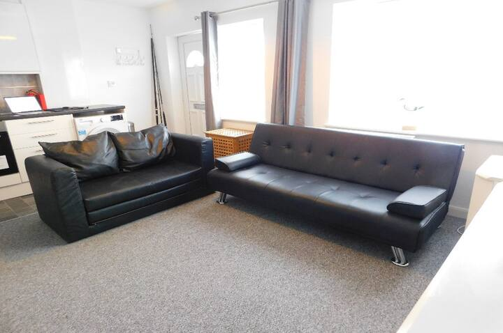 Self Contained Annex, 2 Minutes Walk To The Beach
