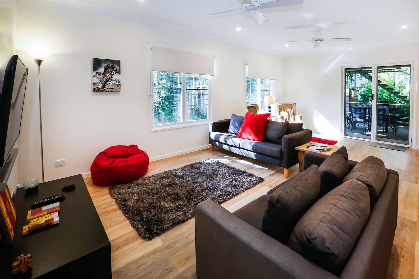 Comfortable relaxing lounges with smart TV & separate reading area