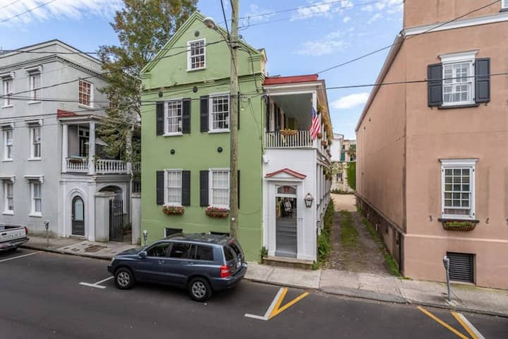 Historic Charleston - Steps from King Street!