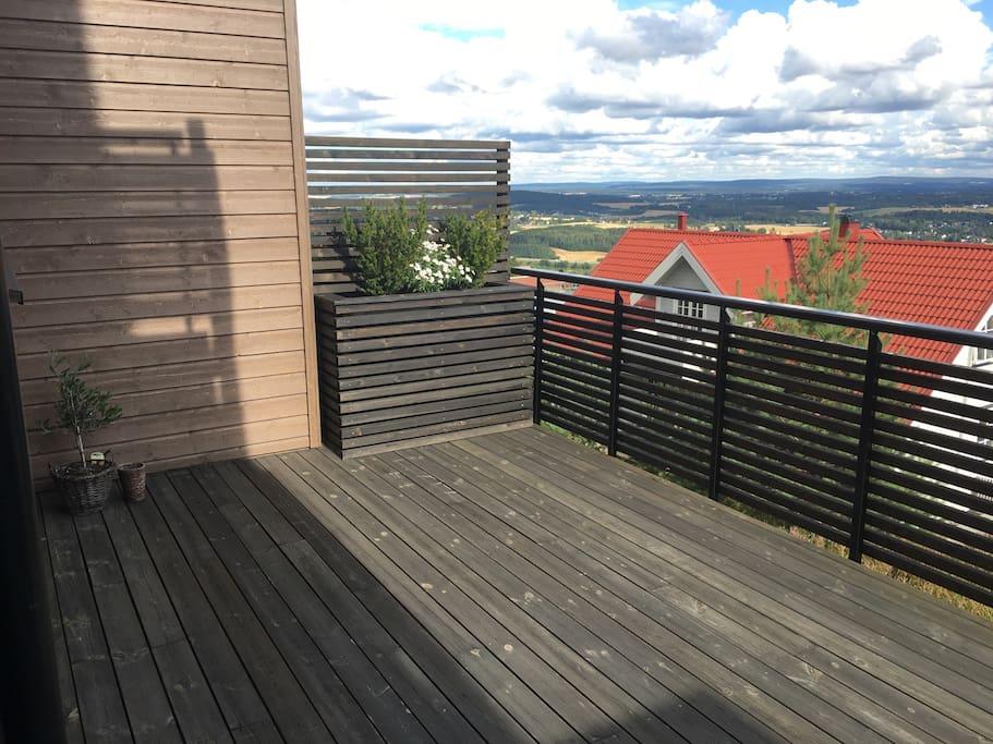 Stor terrasse med nydelig utsikt!