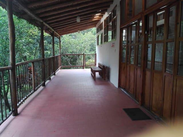 Casa amplia de verano cerca a la mesa cundinamarca