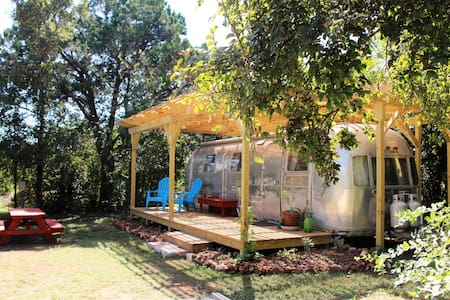 Country-like setting! Short drive to downtown! - Austin - Camper