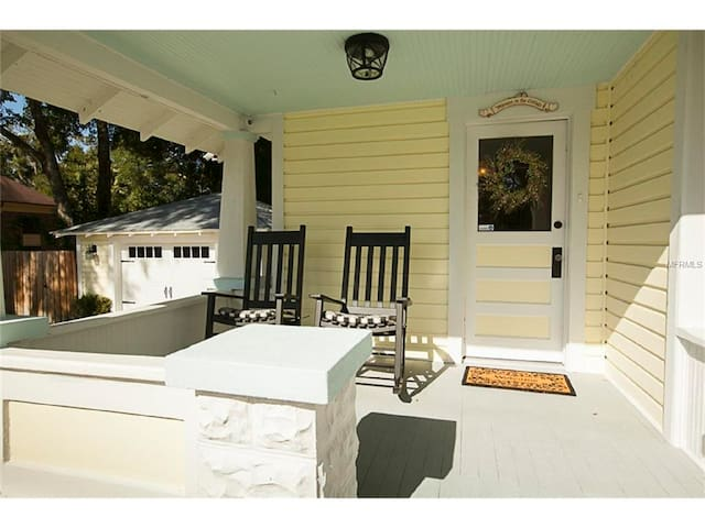 1925 Vintage Cottage a few blocks from Downtown! - Mount Dora - House