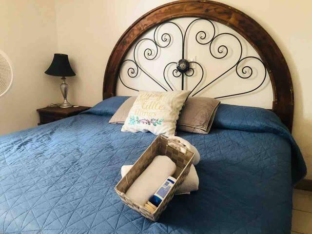 Recámara 1 (una cama King size y una hamaca disponible)