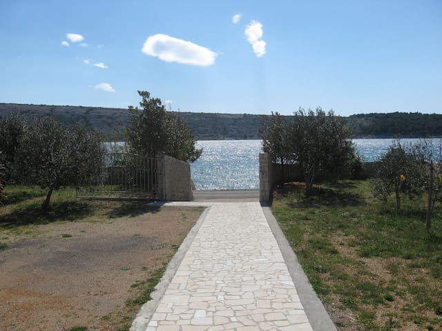 Apartment Frane A2(6+1)  Barbat, Island Rab