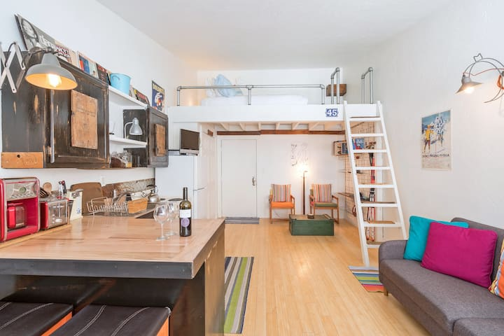 Flexible Cancellations thru Oct. 2020! Cozy Loft-Style Studio