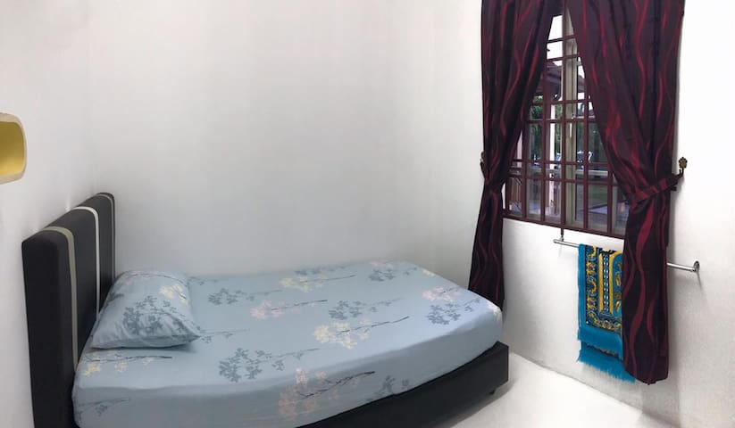 A spacious room with a single bed .
