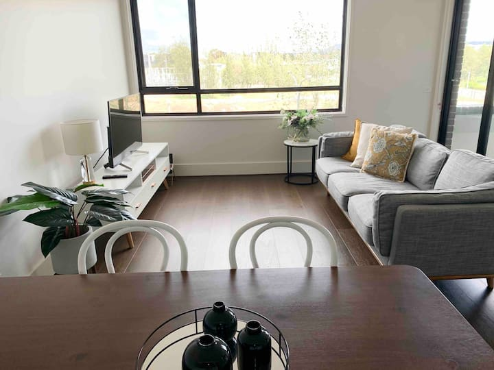 Beautiful Light Filled 1 Bedroom Apartment