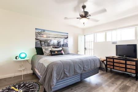 One bedroom at R&J's Sand Castle - 圣克莱门特 - 公寓