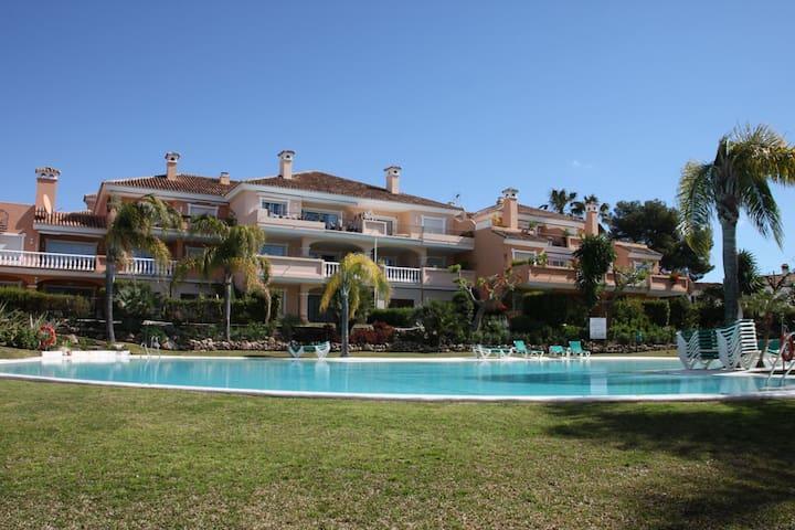 Paradise Park Beach Apartment in Estepona