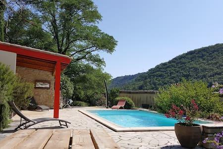 Grande maison familiale dans cadre d'exception - Saint-Julien-en-Saint-Alban - บ้าน