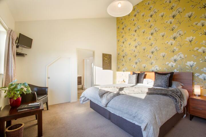 King Room (Methera): with en-suite