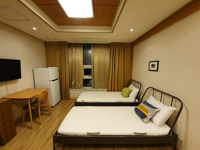 Tempstay' Hotel RoomB(Unseo STA/Incheon Airport)