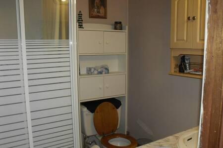 3 bedroom Home near Niagara Falls and Clifton Hill - Ниагара-Фолс - Квартира