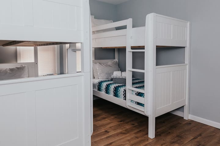 Bunk Bed Room with 2 sets of Twin over Twin Beds & Flat Screen TV